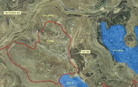 מפה של אזור וולאג'ה. הקו האדום הוא התוואי הנוכחי של החומה (אם כי, החלק הדרומי של החומה בוטל כך שבפועל היא לא תקיף את הכפר מכל עבר - כן כן, פעם זו היתה התכנית).הקו הצהוב הוא התוואי החלופי שמציעים העותרים. הכניסה והיציאה מוולג'ה הן מדרום, מאוד קרוב להתנחלות הר גילה. כביש עוקף וולג'ה עובר מדרום לכפר וחלקו התחתון מקביל לקו הצהוב של התוואי החלופי. את המפה לקחתי מכתבה שפורסמה באתר העוקץ